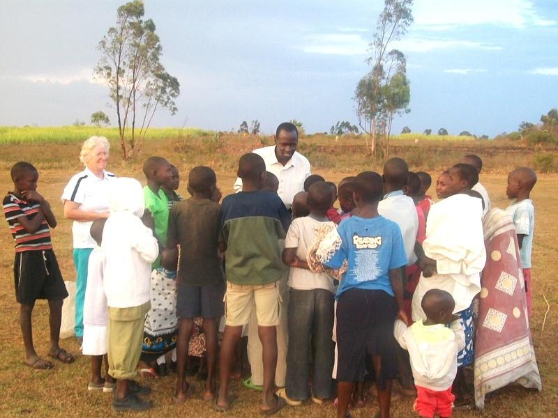 Andrew sharing with the kids after praying for salvation